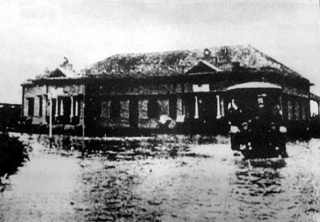 The railway station flooded in 1929. Source unknown.