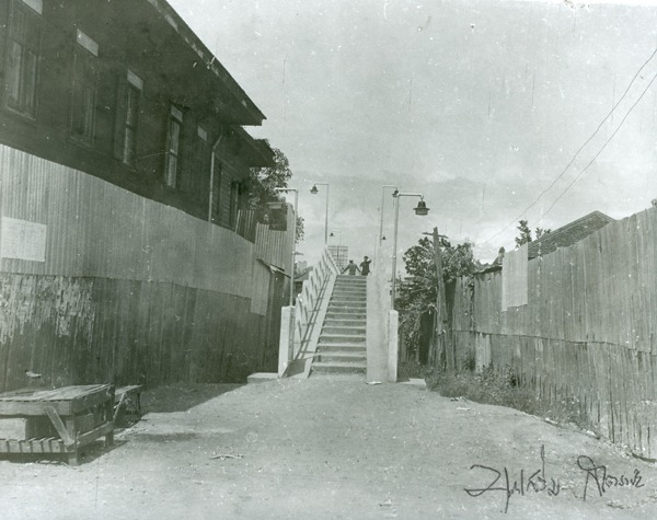 Steps to Khua Kaek on the Wat Ket side. Picture by Boonserm Satrabhaya