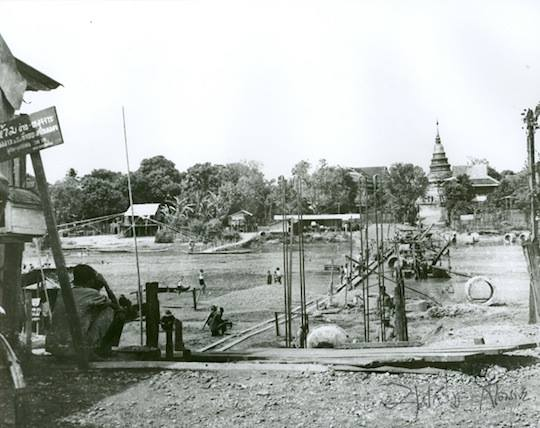 Construction of Khua Kaek. Picture by Boonserm Satrabhaya. Chansom Memorial Bridge.