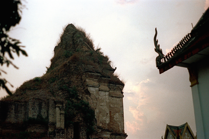 Wat Chedi Luang, 1972. Picture by Nick DeWolf.