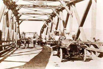 First Nawarat Bridge
