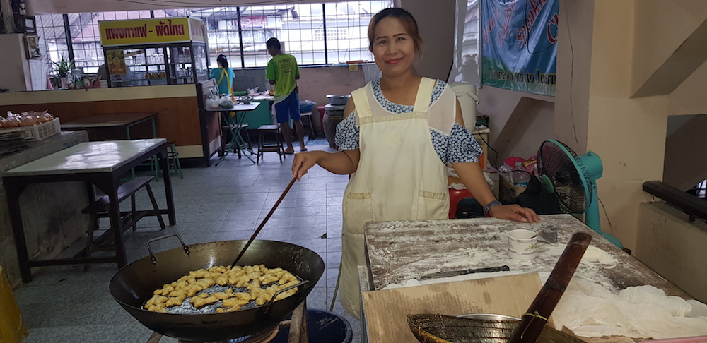 Betong Market in the morning Lady making patongko