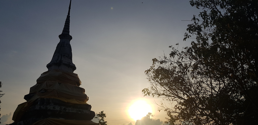 Chedi on Khao Daeng at sunset