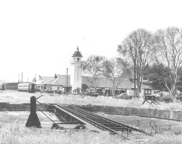 Picture of the front of the station taken from the turntable