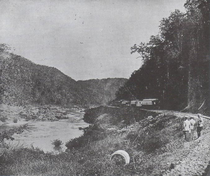 People watching at the Kaeng Luang rapids in 1917 along the railway