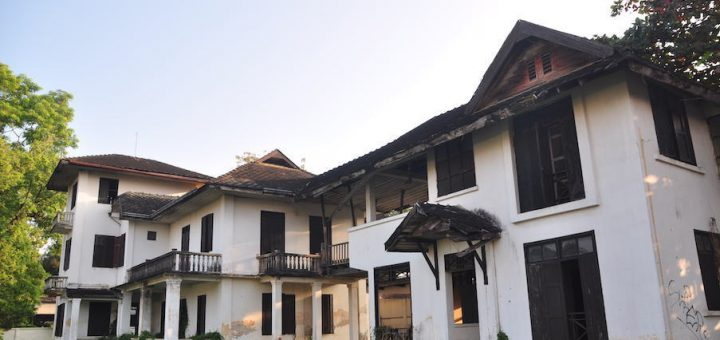 Colonial style house in bad state